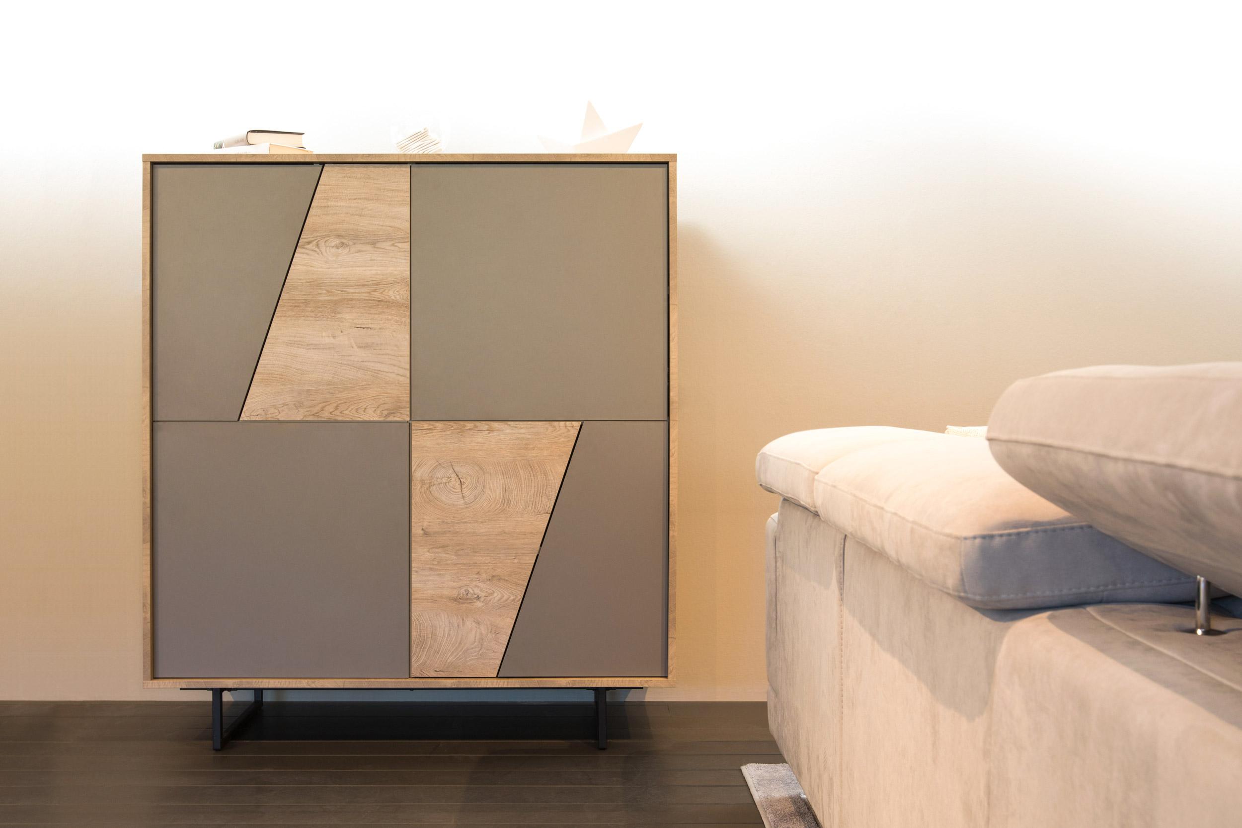 Organizzare La Credenza : Credenza in legno con tanto spazio per organizzare e tenere