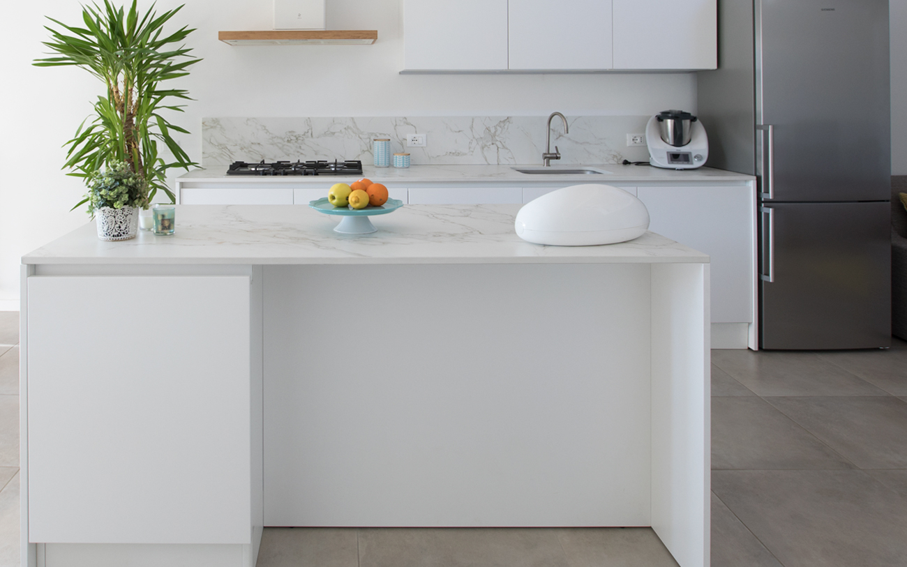Cucina Bianca Moderna Con Tavolo Antico.Cucina Moderna Bianca La Soluzione Di Sicuro Successo Pensarecasa