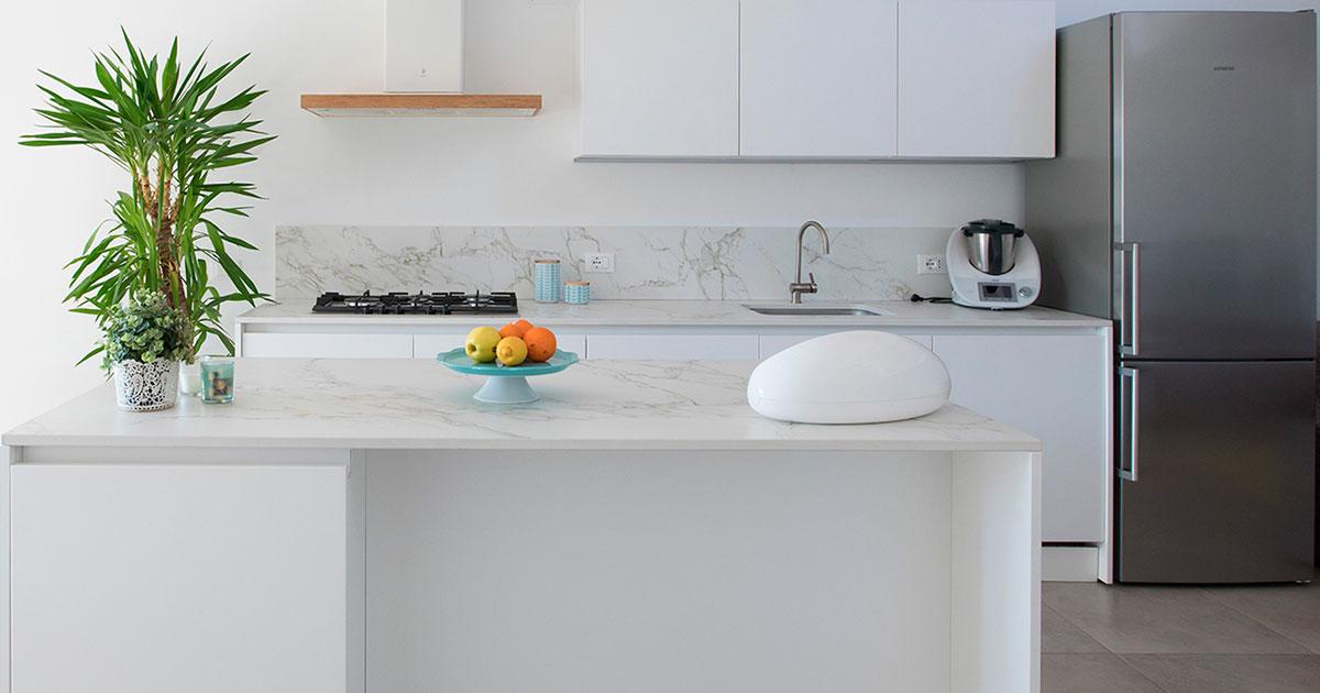 Cucina moderna bianca la soluzione di sicuro successo pensarecasa - Cucina bianca top nero ...