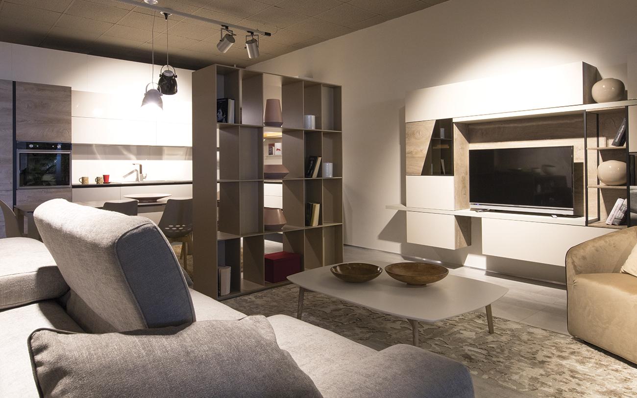 Soggiorno piccolo cinque trucchi per aumentare lo spazio in casa - Arredare sala piccola ...
