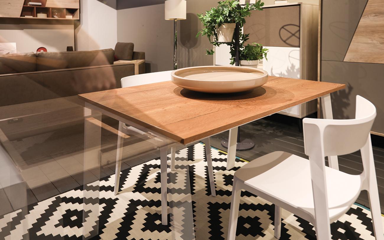 Divano E Tavolo Insieme soggiorno piccolo: cinque trucchi per aumentare lo spazio in