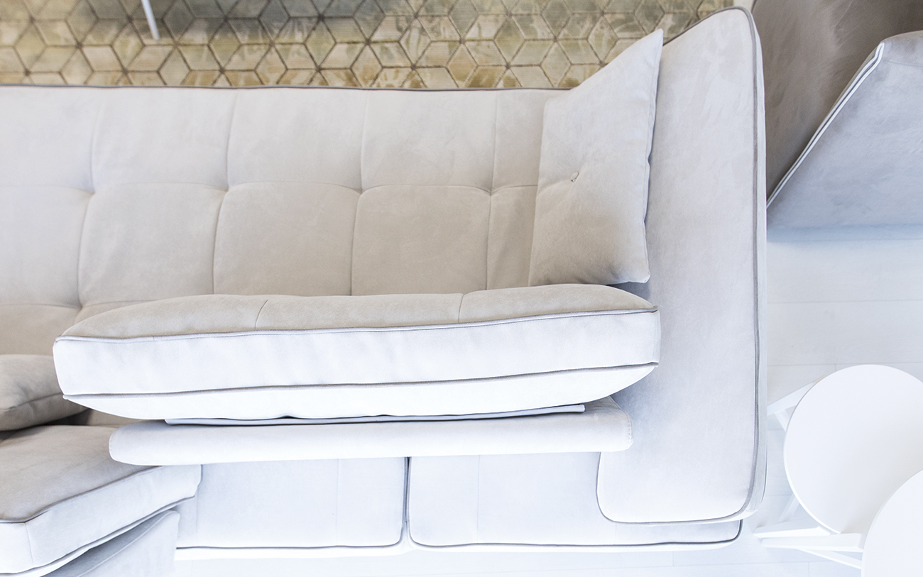 Divano chaise longue piccolo finest letto ad angolo - Copridivano angolare cuscini fissi ...