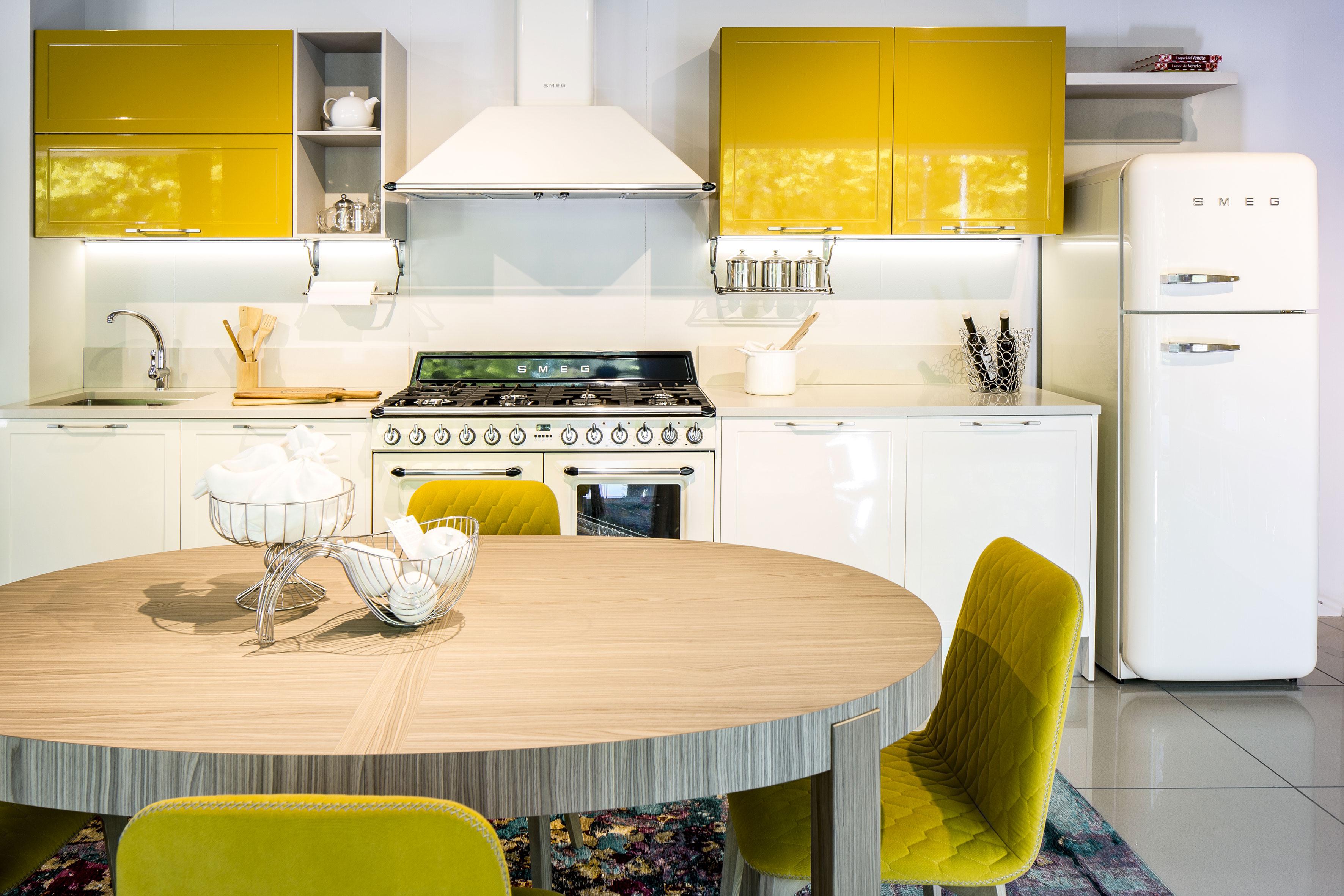 Cucine moderne le tre finiture di tendenza nel 2018 - Cucina bianca lucida ...