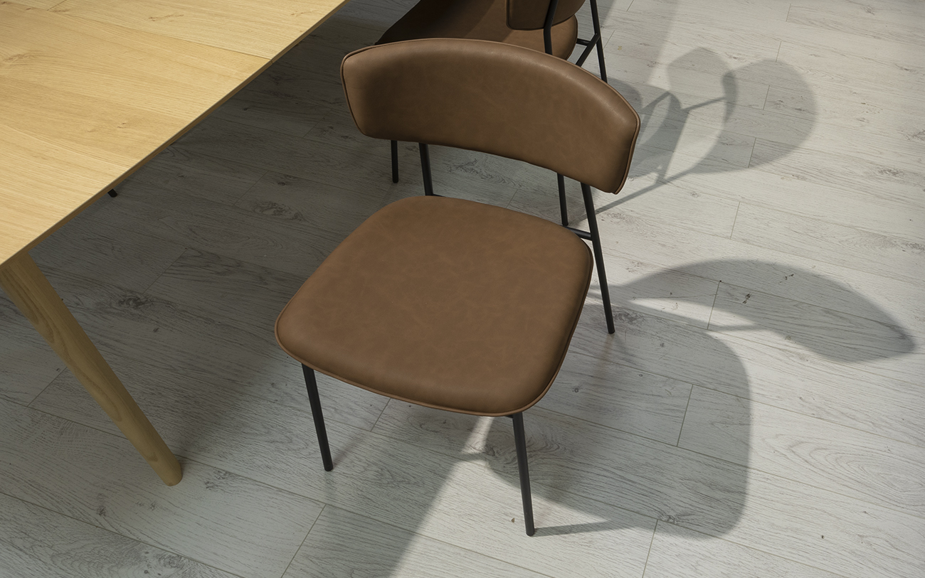 4 SedieFifties struttura nera e sedile vintage