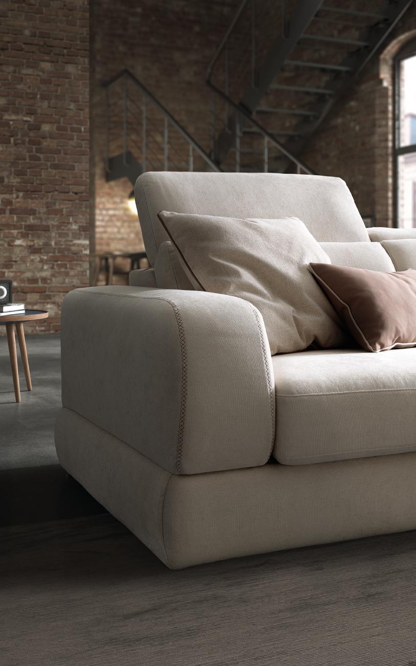 GRAFFITI divano in tessuto 3 posti chaise longue particolare1